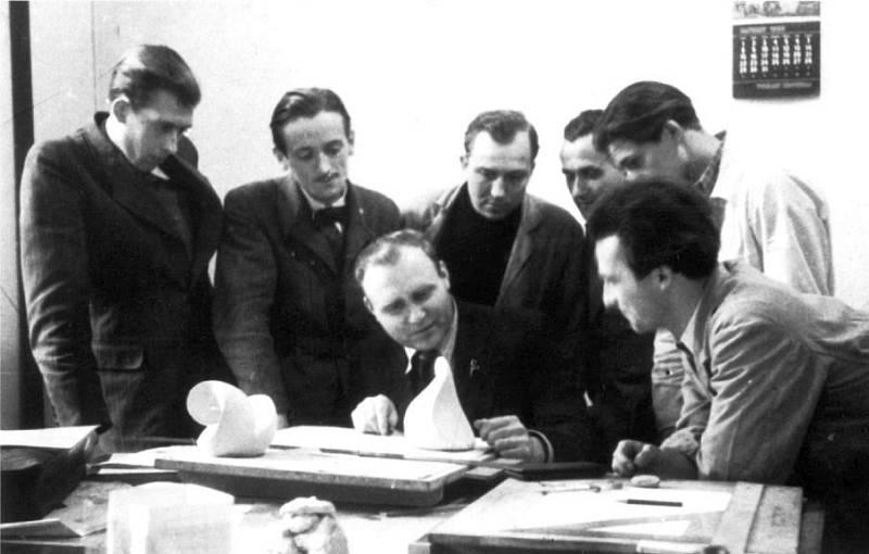 folkwangschule-metallklasse-erstes-semester-1949-gestaltlehre-koerper-schlagheck-design-archiv