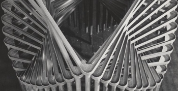 schlagheck-produktdesign-archiv-folkwang-werkkunstschule-metallklasse-formenspiel-gestapelte-schultische-front-1950
