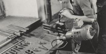 norbert-schlagheck-meisterstueck-folkwangschule-1953-sakraler-leuchter-edelstahl-fertigung